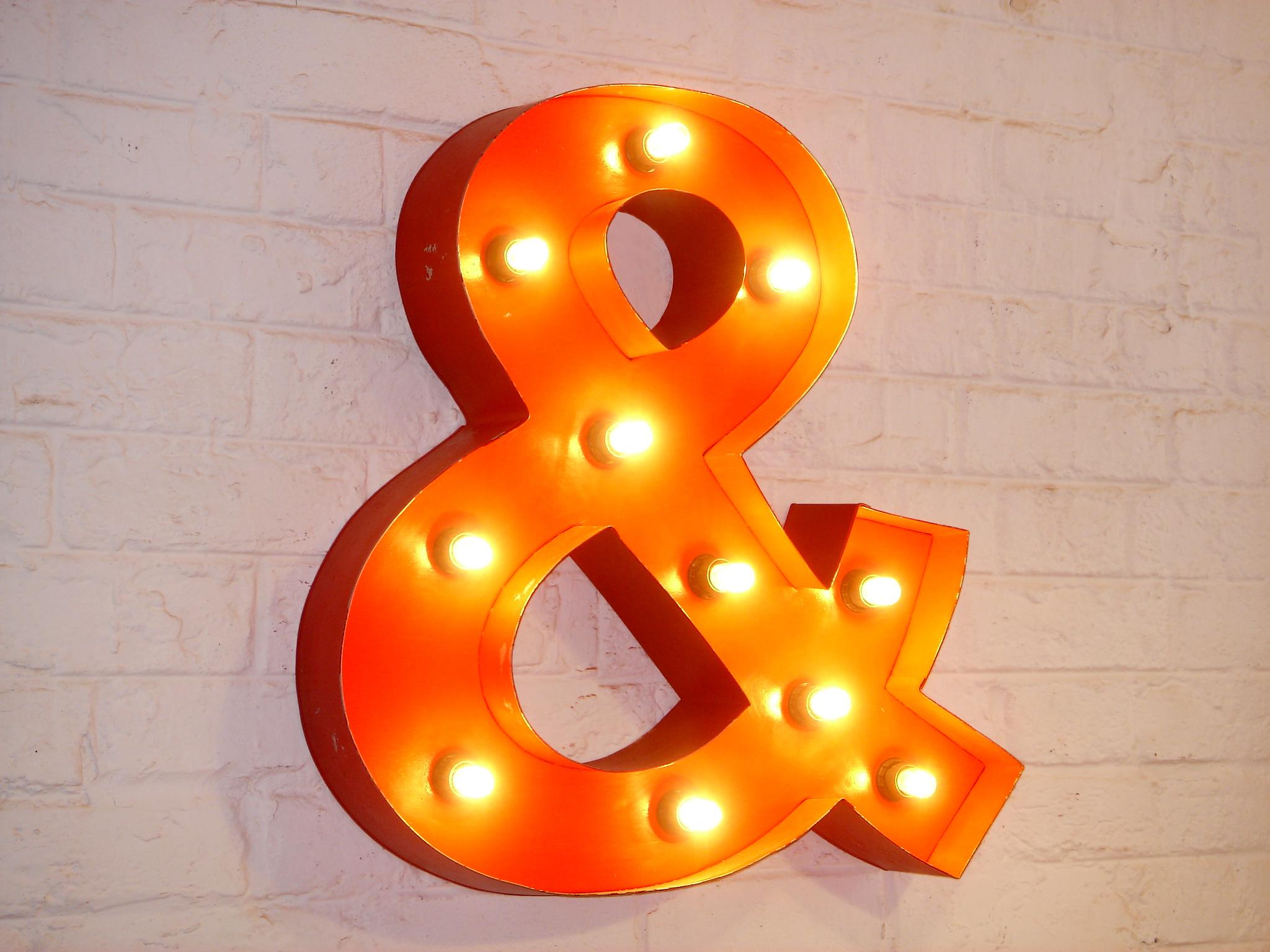 Wandlampe &-Symbol Lumina Rot